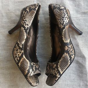 TAHARI Leather Python snake Riddler Size 8 1/2